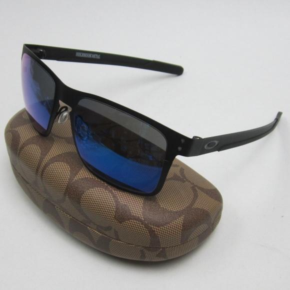 bbd0d8d8ce971 Oakley OO4123-02 Holbrook Metal Sunglasses  ELI404.  M 5ad89c0d31a3764e7270b9bb